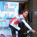 Paul de Rooij voor het Jaludo-kantoor in Rijssen